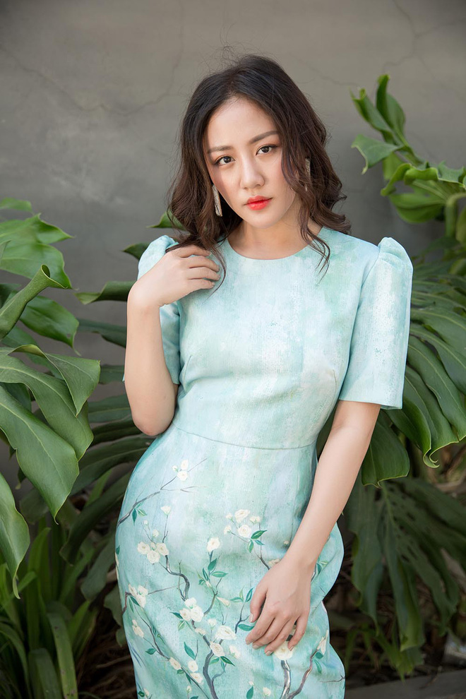 Văn Mai Hương điệu đà dạo phố dịp cuối năm - Ảnh 1.