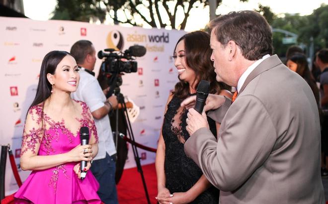 Em gái tỷ phú của Cẩm Ly gây chú ý khi xuất hiện tại thảm đỏ LHP châu Á Thế giới