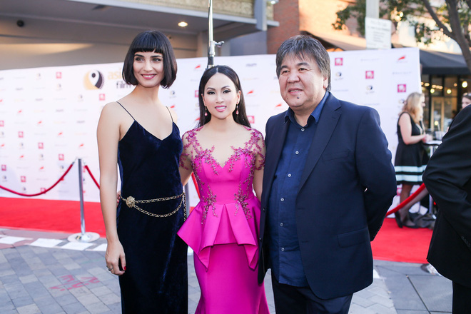 Em gái tỷ phú của Cẩm Ly gây chú ý khi xuất hiện tại thảm đỏ LHP Hollywood - Ảnh 9.