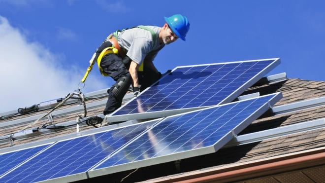 Chi 125 triệu USD, Canada quyết khai trừ nhiên liệu hóa thạch vào năm 2030 - Ảnh 2.