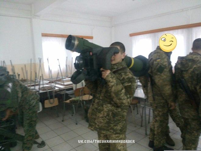 Ác mộng của quân ly khai miền Đông: Quân đội Ukraine đã có tên lửa chống tăng Javelin - Ảnh 1.