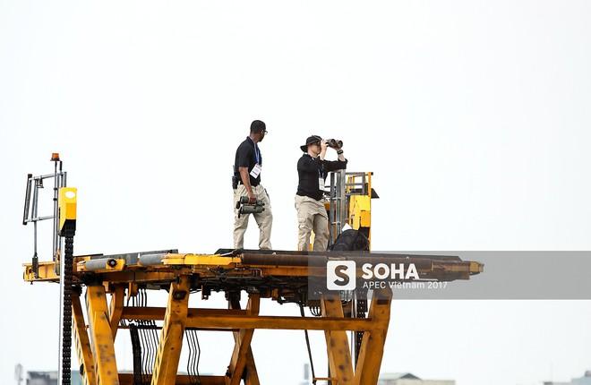 [ẢNH] Quy trình đảm bảo an toàn tuyệt đối cho tổng thống Trump tại sân bay ở Việt Nam - Ảnh 3.
