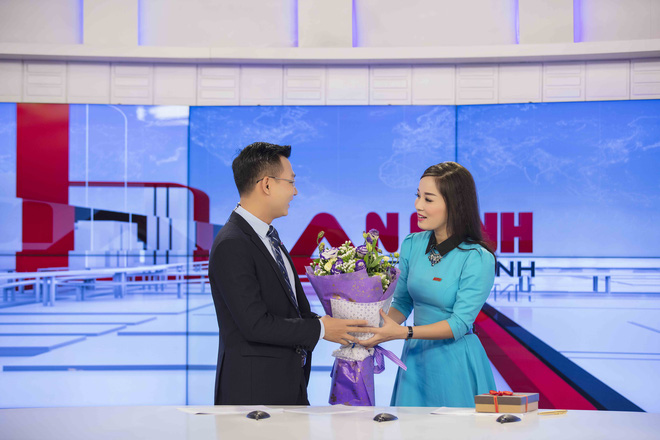 MC Thế Cương bất ngờ khi được Minh Hương tặng hoa nhân ngày Valentine - Ảnh 3.