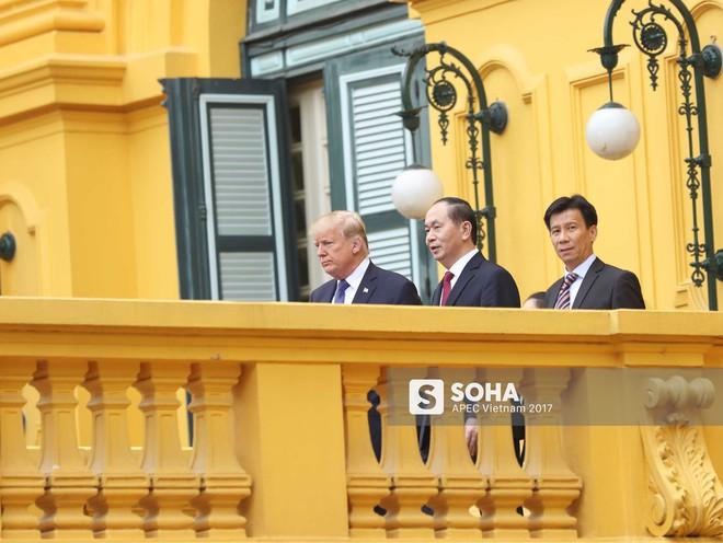 [ẢNH] Toàn cảnh lễ đón chính thức Tổng thống Mỹ Donald Trump tại Hà Nội - Ảnh 1.