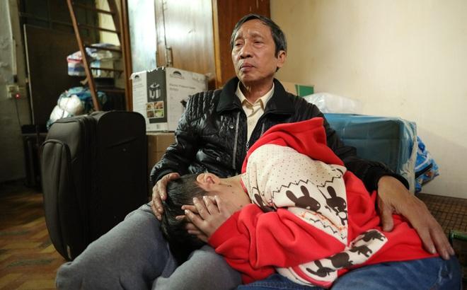 Bố đẻ, mẹ kế bạo hành bé trai 10 tuổi có thể bị xử lý như thế nào?