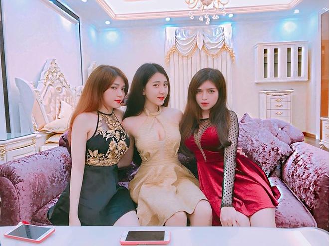 Cô út xinh đẹp trong bộ ba chị em nhà họ Hồ và bữa tiệc sinh nhật đáng ghen tỵ - Ảnh 3.