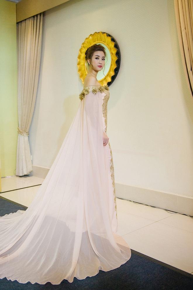 Hoa hậu Mỹ Linh sang Campuchia để ủng hộ Vũ Thu Phương - Ảnh 5.