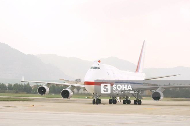 Cờ Việt Nam nổi bật trên máy bay chở lãnh đạo Hàn Quốc, gương mặt mới của APEC - Ảnh 1.