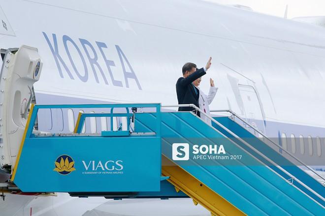 Cờ Việt Nam nổi bật trên máy bay chở lãnh đạo Hàn Quốc, gương mặt mới của APEC - Ảnh 3.