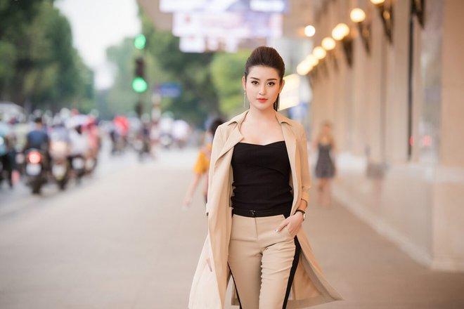 Á hậu Tú Anh, Huyền My mặc giản dị vẫn xinh đẹp, cuốn hút - Ảnh 1.