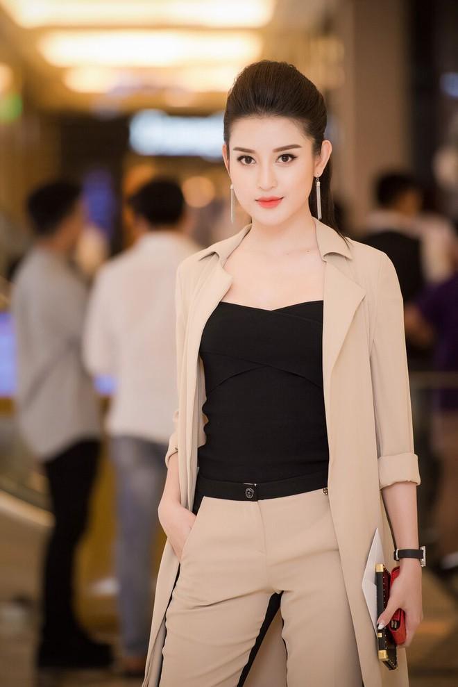 Á hậu Tú Anh, Huyền My mặc giản dị vẫn xinh đẹp, cuốn hút - Ảnh 2.