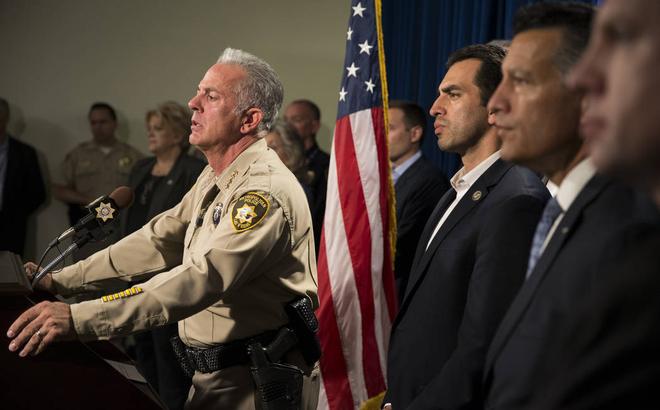"""Xả súng Las Vegas: Cảnh sát thừa nhận """"bó tay"""" vì hung thủ là công dân quá mẫu mực"""
