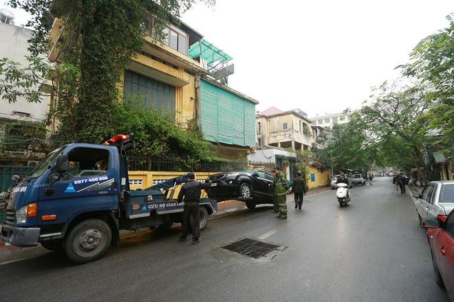 Hà Nội: Ngày đầu triển khai đỗ xe theo ngày chẵn - lẻ trên phố Nguyễn Gia Thiều - Ảnh 8.