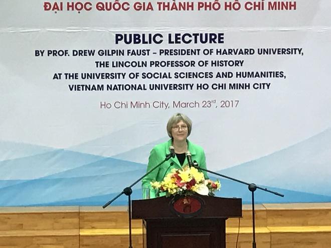 Hiệu trưởng ĐH Harvard: Việt Nam khiến thế hệ chúng tôi nghi ngờ giá trị nhân văn của nước Mỹ - Ảnh 1.