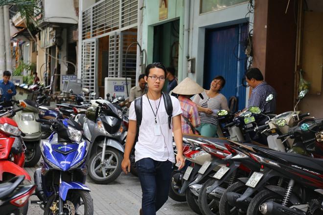 Ảnh: Hàng dài ô tô tái chiếm lòng lề đường quận 1 sau khi ông Đoàn Ngọc Hải ngừng ra quân - Ảnh 6.