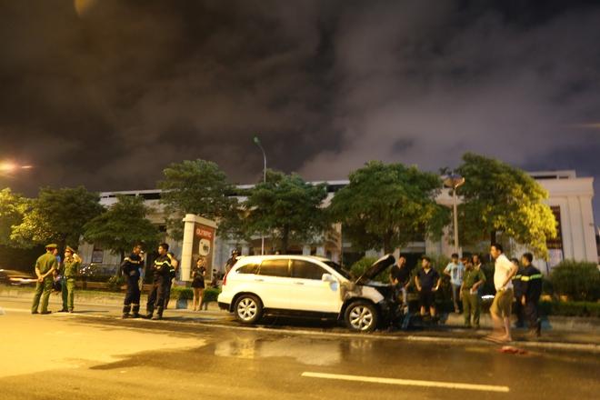 Xế hộp CRV tông cháy xe máy trên đường Lê Văn Lương - Hà Nội - Ảnh 1.