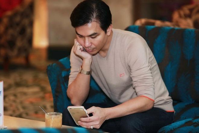 Hình ảnh bảnh bao của ca sĩ Mạnh Quỳnh ở Hà Nội - Ảnh 4.