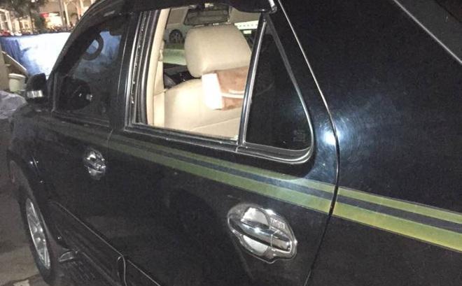 Trộm đập bể kính ô tô Fortuner lấy hơn 100 triệu đồng ở bãi xe siêu thị Lotte Mart
