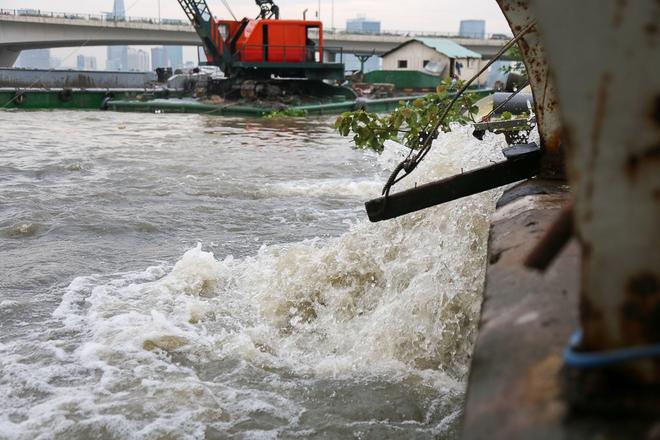 """Cận cảnh """"siêu máy bơm"""" chống ngập hút sạch nước trong 13 phút ở Sài Gòn - Ảnh 10."""
