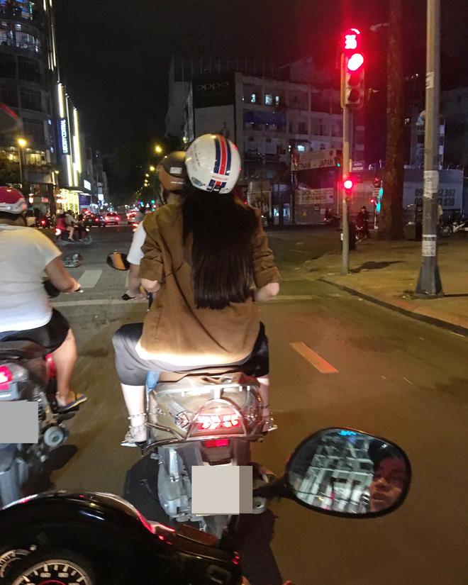 Hoa hậu Kỳ Duyên đi xe máy phát quà Tết cho người vô gia cư - Ảnh 9.