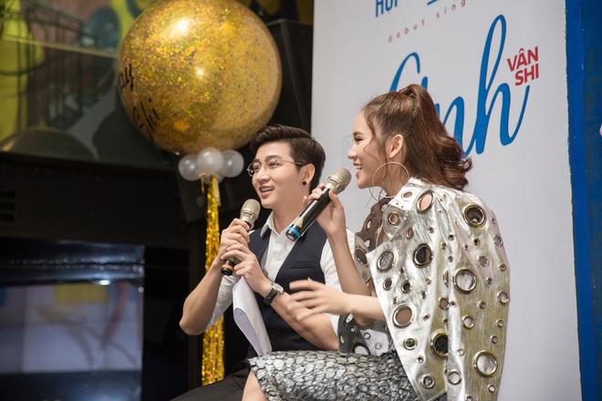 Hot girl đình đám Hà thành gây chú ý khi ngồi xe 15 tỷ đến sự kiện - Ảnh 6.