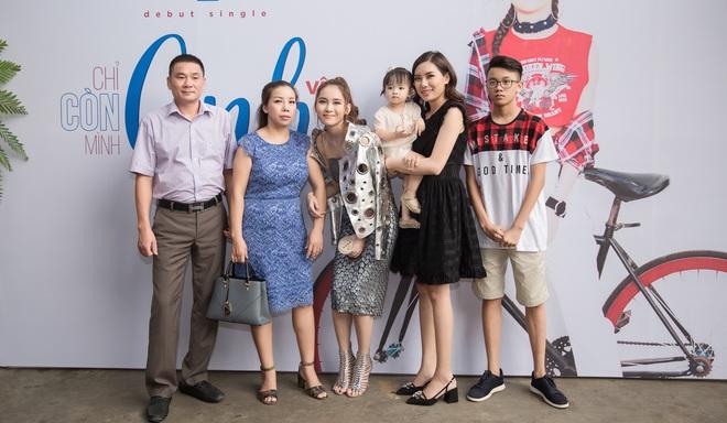 Hot girl đình đám Hà thành gây chú ý khi ngồi xe 15 tỷ đến sự kiện - Ảnh 10.