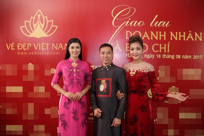 Hoa hậu Ngọc Hân mặc áo dài dát vàng 9999 - Ảnh 6.