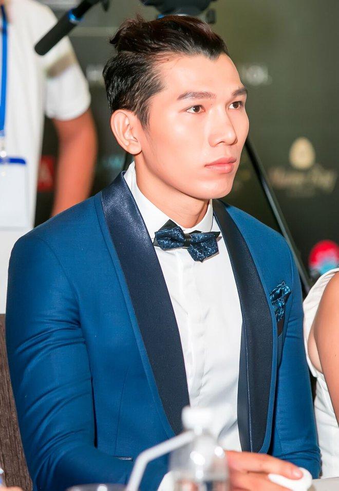 Vẻ ngoài khác lạ của Hoa hậu Ngô Phương Lan khi làm giám khảo cùng ông bầu Phúc Nguyễn - Ảnh 1.