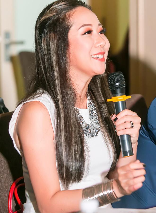 Vẻ ngoài khác lạ của Hoa hậu Ngô Phương Lan khi làm giám khảo cùng ông bầu Phúc Nguyễn - Ảnh 3.
