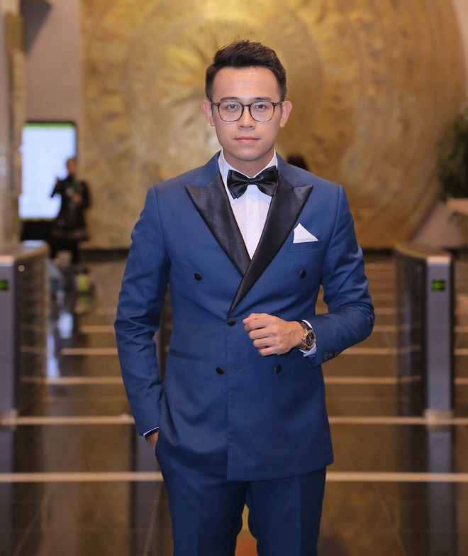 MC Đức Bảo dẫn dắt chương trình Việt Nam 2017 - Vũ khúc ánh sáng - Ảnh 2.