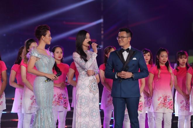 MC Đức Bảo dẫn dắt chương trình Việt Nam 2017 - Vũ khúc ánh sáng - Ảnh 1.