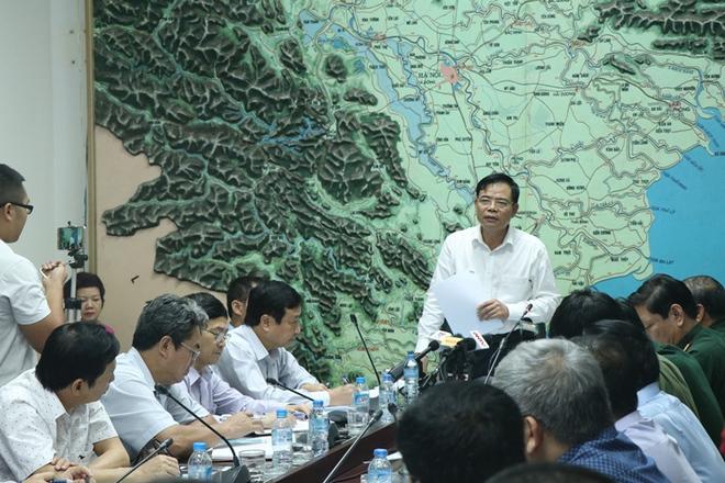 Giám đốc TT Dự báo KTTVTƯ khẳng định dũng cảm khi đưa ra hai phương án cho bão số 11 - Ảnh 1.