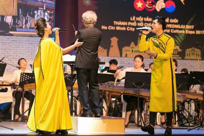Dương Hoàng Yến - Hà Anh diện áo dài đôi, tiết lộ sẽ làm đám cưới vào năm 2019 - Ảnh 3.