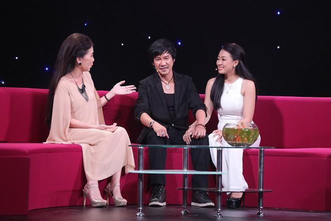 Lê Huỳnh công khai vợ trẻ hơn 20 tuổi sau khi chia tay Kiều Oanh - Ảnh 1.