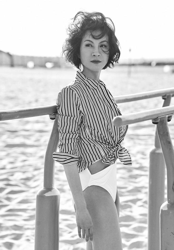 45 tuổi, MC Thanh Mai vẫn nóng bỏng khi chụp bikini - Ảnh 1.
