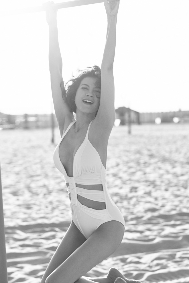 45 tuổi, MC Thanh Mai vẫn nóng bỏng khi chụp bikini - Ảnh 5.