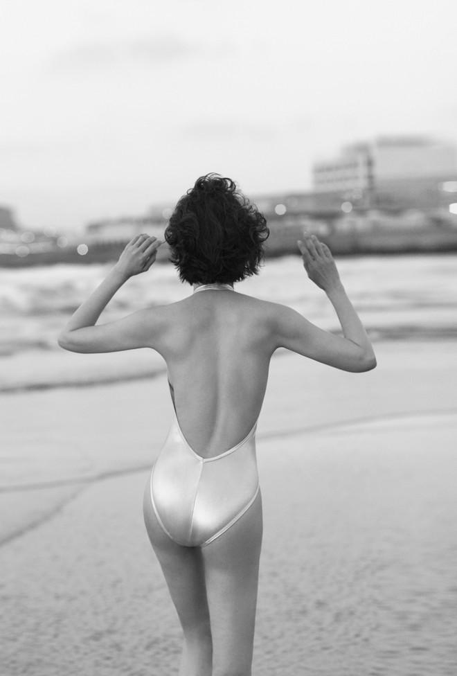 45 tuổi, MC Thanh Mai vẫn nóng bỏng khi chụp bikini - Ảnh 8.