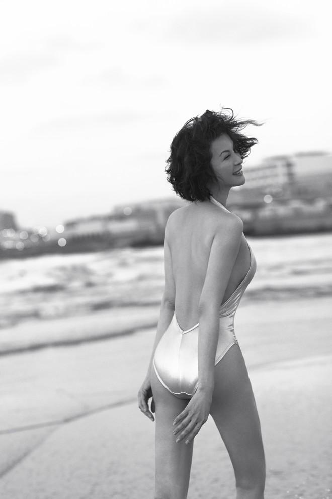45 tuổi, MC Thanh Mai vẫn nóng bỏng khi chụp bikini - Ảnh 9.