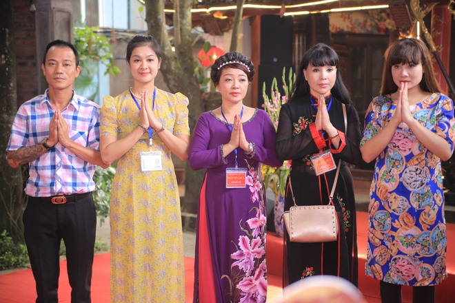 MC Thảo Vân bất ngờ thể hiện giọng hát trong Lễ giỗ Tổ nghề - Ảnh 1.