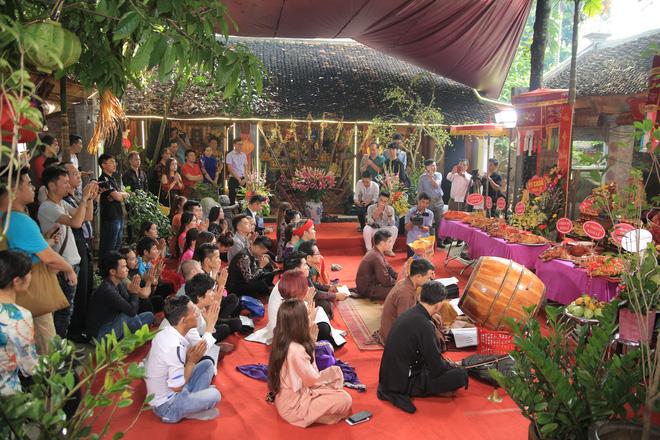MC Thảo Vân bất ngờ thể hiện giọng hát trong Lễ giỗ Tổ nghề - Ảnh 7.