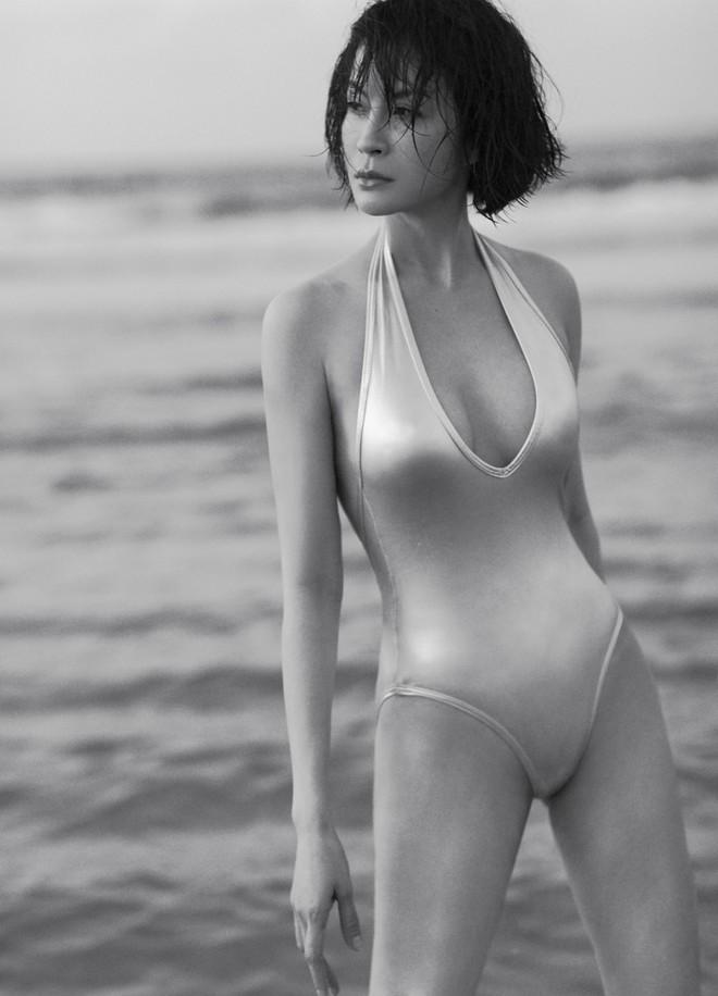 45 tuổi, MC Thanh Mai vẫn nóng bỏng khi chụp bikini - Ảnh 10.