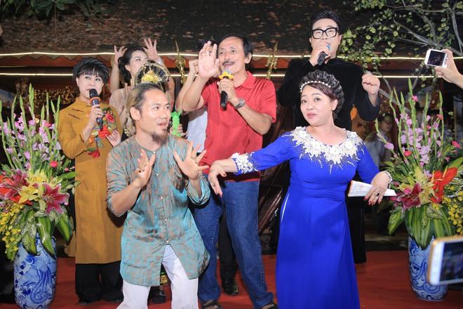 MC Thảo Vân bất ngờ thể hiện giọng hát trong Lễ giỗ Tổ nghề - Ảnh 16.