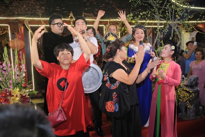 MC Thảo Vân bất ngờ thể hiện giọng hát trong Lễ giỗ Tổ nghề - Ảnh 15.