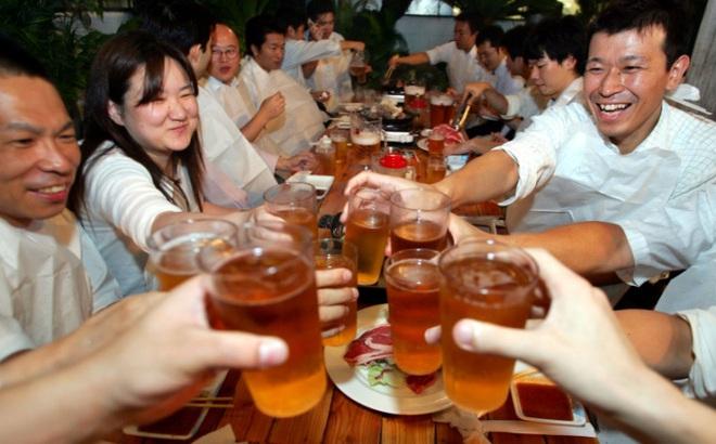Xây dựng niềm tin trên bàn nhậu - văn hóa làm việc quan trọng của người Nhật Bản