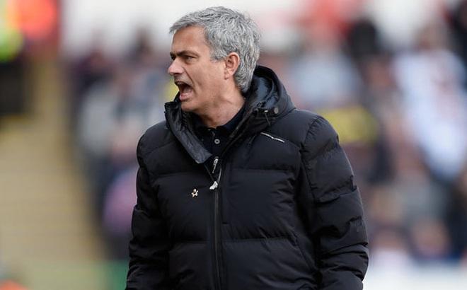 """90 phút quyết định """"lệnh trừng phạt"""" của Mourinho"""