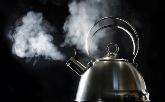 Bỏ vật liệu này vào bếp, đun xong ấm nước là bạn có điện để sạc smartphone