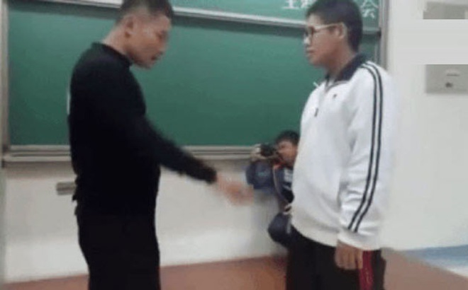 """Nóng: Cao thủ Thiếu Lâm vạch trần """"võ điểm huyệt dởm"""" Trung Quốc"""
