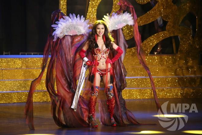 """Nữ tiếp viên hàng không thi bikini ấn tượng, """"giật"""" 4 giải tại Hoa hậu quý tộc thế giới - Ảnh 2."""
