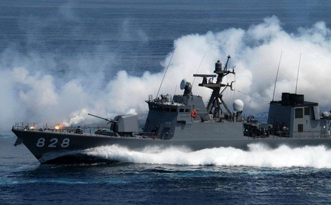 Tàu tên lửa tấn công nhanh cực mạnh của Hải quân Nhật Bản