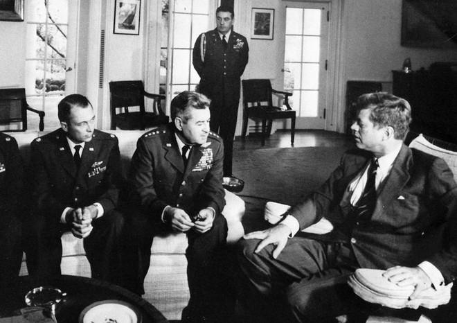 Hé lộ bí mật đằng sau cuộc khủng hoảng hạt nhân Cuba khiến Mỹ phải run sợ - Ảnh 1.